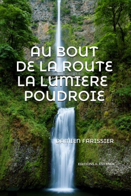 Couverture de AU BOUT DE LA ROUTE LA LUMIÈRE POUDROIE par Damien FARISSIER